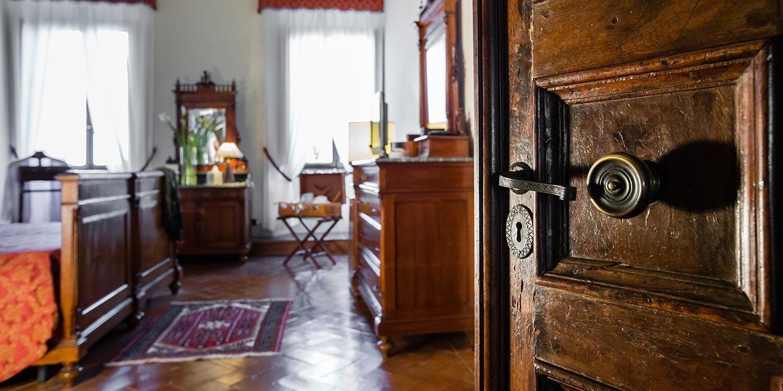 Scopri come riconoscere un arredamento in stile rinascimentale con Villa Campestri Oilve Oil Resort