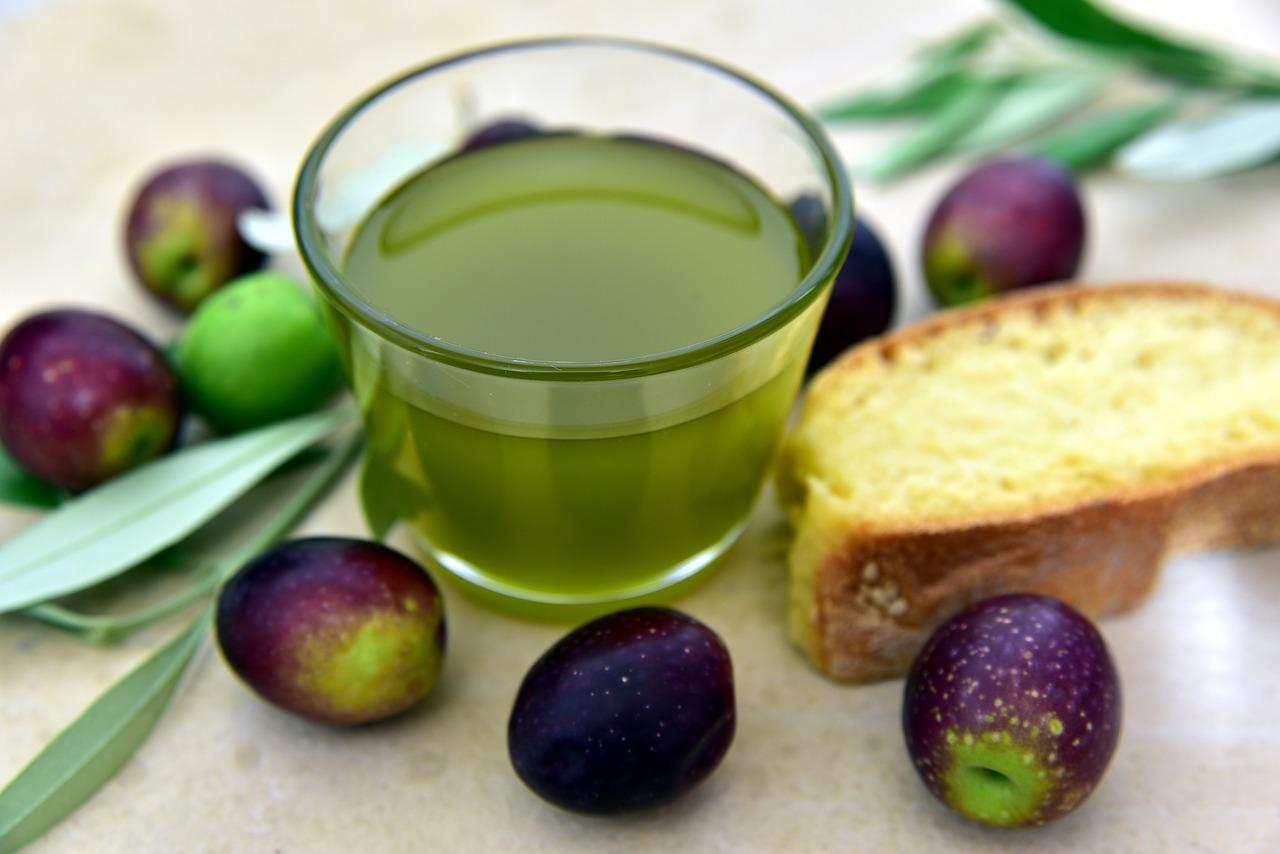 The low acidity extra virgin olive oil of Villa Campestri Olive Oil Resort