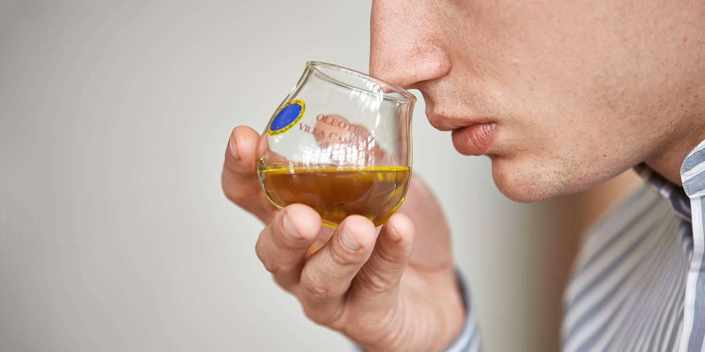 How to taste the extra virgin olive oil of Villa Campestri Olive Oil Resort
