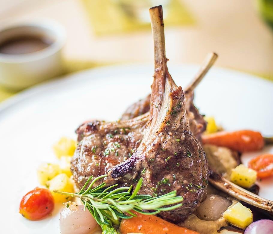 La ricetta dell'agnello scottadito con Villa Campestri Olive Oil Resort