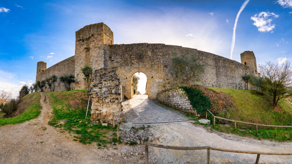 Castello di Monteriggioni in Toscana con Villa Campestri Olive Oil Resort