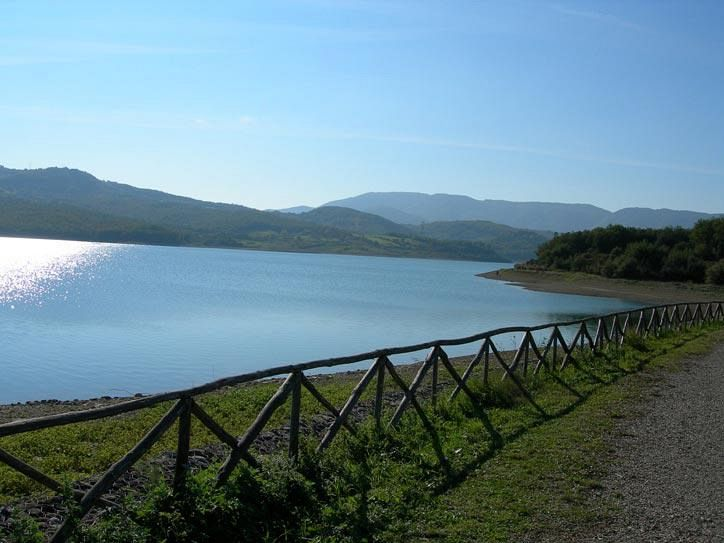 The lakes for sport fishing in Mugello with Villa Campestri Olive Oil Resort