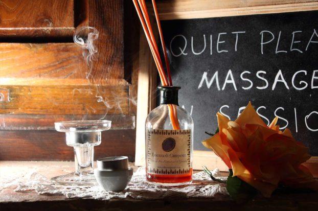 Massaggio con olio in Toscana a Villa Campestri Olive Oil Resort